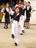 Танцы мальчика на фольклорной выставке Стоковая Фотография RF