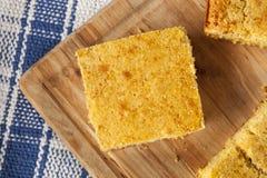 Cornbread caseiro orgânico dourado fotos de stock
