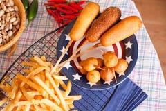 Corndog με τις τηγανιτές πατάτες Στοκ Φωτογραφίες