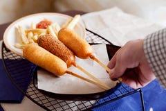 Corndog με τις τηγανιτές πατάτες Στοκ Εικόνα