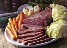 Corned beef e cavolo Immagini Stock