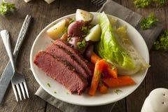 Corned beef et chou faits maison Photos libres de droits