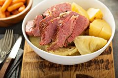 Corned-Beef und Kohl Stockbild
