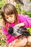 Corneille et une petite fille image libre de droits