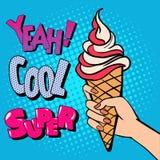 Cornet de crème glacée avec la typographie comique de style Art de bruit photos libres de droits