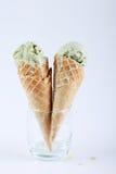 Cornets de crème glacée de thé vert en verres clairs Images stock