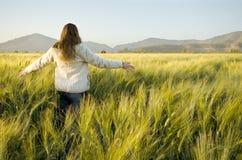 cornfield γυναίκα Στοκ εικόνες με δικαίωμα ελεύθερης χρήσης