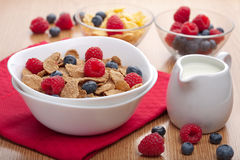 Cornflakes with berries for breakfast Royalty Free Stock Photography