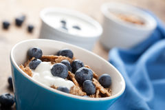 Cornflakes with blueberry and yogurt Royalty Free Stock Photos