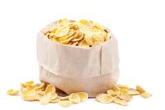 Cornflakes dans un sac de papier sur le fond blanc Image libre de droits