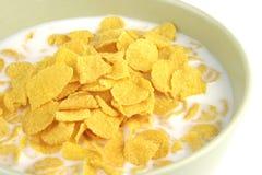 Cornflakes e leite imagem de stock