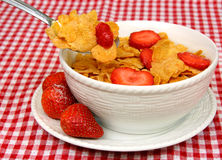Cornflakes en Aardbeien Stock Afbeeldingen