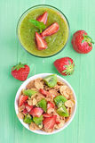 Cornflakes with fresh fruit and kiwi smoothie Royalty Free Stock Photos