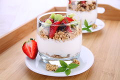 Cornflakes with fresh fruits and yogurt Royalty Free Stock Photos