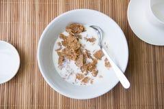 Cornflakes med mjölkar Royaltyfria Bilder