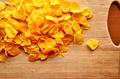 Cornflakes op hout cutboard Royalty-vrije Stock Afbeelding