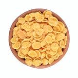 Cornflakes w drewnianym pucharze na białym tle Obrazy Stock