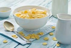 Cornflakes zboże i mleko obraz royalty free