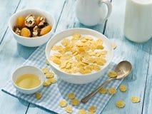 Cornflakes zboże i mleko obraz stock