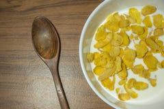 Cornflakes zboże z ciepłym mlekiem Obraz Royalty Free