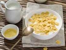 Cornflakes zboże i mleko zdjęcie stock