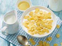 Cornflakes zboże i mleko zdjęcia stock