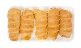 Corni crema su un vassoio al minuto della schiuma Fotografia Stock