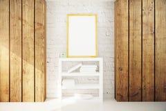 Cornice e scaffale per libri nell'interno di legno Fotografia Stock