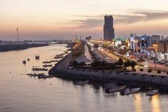 Corniche在黄昏的Ras Al Khaimah 免版税库存照片