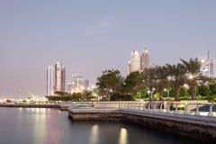 Corniche in Abu Dhabi an der Dämmerung Lizenzfreie Stockfotografie