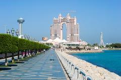 Corniche-Boulevard in Abu Dhabi Lizenzfreie Stockfotografie