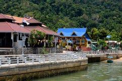 Corniche do passeio ao longo da ilha Malásia de Tekek Tioman do Kampong Foto de Stock