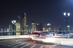 Corniche-Verkehr in Abu Dhabi Stockbilder