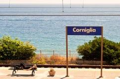 Corniglia järnvägsstationplattform Arkivfoto