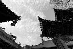 Cornisas chinas del templo del chenghuangmiao de xian, imagen blanco y negro Foto de archivo libre de regalías