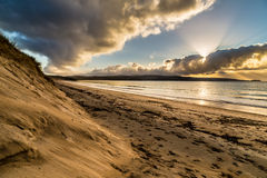 Cornish παραλία στο ηλιοβασίλεμα Κόλπος του ST ives στοκ εικόνες