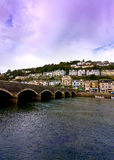 Cornish town och bro Royaltyfri Foto