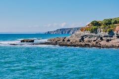 Cornisk klippa i Porthleven, södra Cornwall, England royaltyfri fotografi