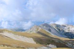 Corno grandioso, Gran Sasso, fuga alta, L'Aquila, Itália Imagens de Stock Royalty Free