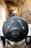 Cornualles, Reino Unido - 8 de abril de 2018: El carbón encendió la caldera en un pum de la mina de lata imágenes de archivo libres de regalías