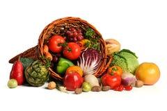 Cornucopia con las frutas y verdura frescas Imagen de archivo libre de regalías