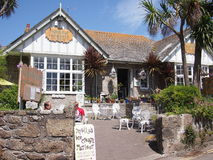 Cornwall-Café in der Sonne Lizenzfreie Stockbilder