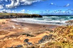Cornwall Engeland het UK van de Treyarnonbaai de het noordenkust Van Cornwall tussen Newquay en Padstow in kleurrijk HDR Royalty-vrije Stock Afbeelding