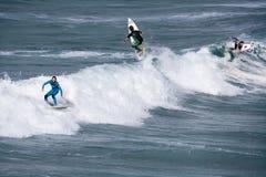 cornwall england newquay surfa Arkivbilder