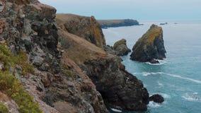 Cornwall England - sikt över den fantastiska landcapen på kustlinjen lager videofilmer
