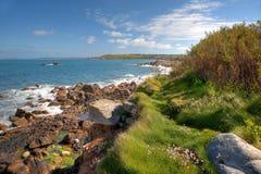 Cornwall-Küstenlinie am Sommer, England. Lizenzfreies Stockfoto