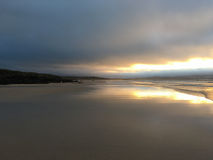 Cornwall strand på solnedgången royaltyfri fotografi