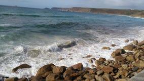 Cornwall wybrzeże, widok na ocean w słonecznym dniu Zdjęcia Stock
