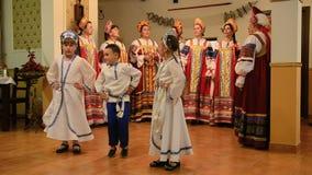 Coro de las mujeres de Lipovan que canta canciones tradicionales almacen de video