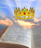 Coroa celestial da Bíblia do reino fotografia de stock royalty free
